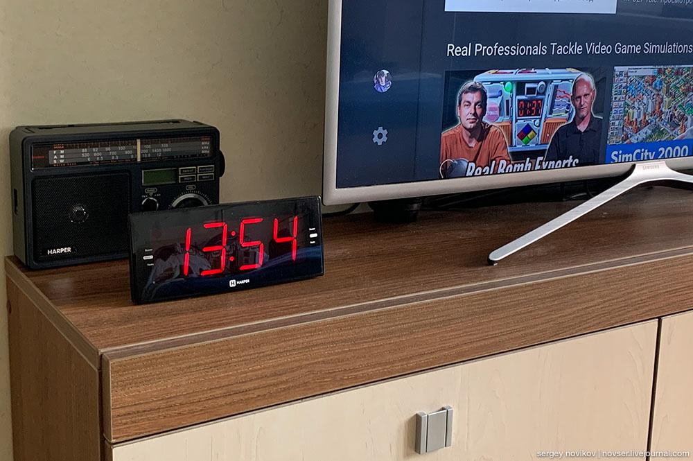 Радиочасы Harper HCLK-2042