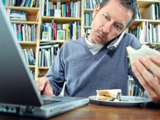 Еда за компьютером