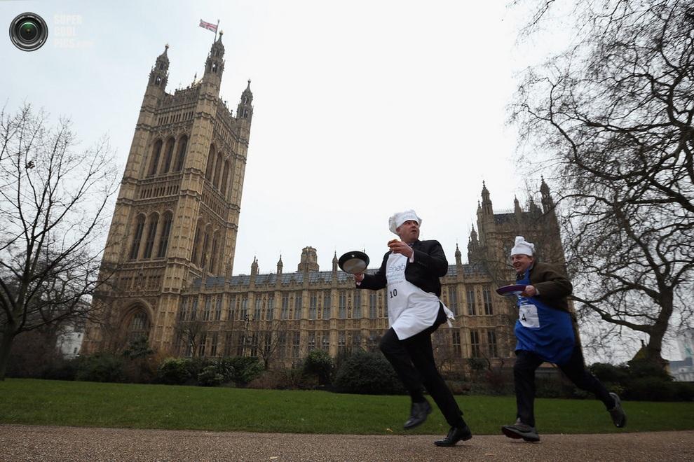 Британские политики приняли участие в забеге со сковородками