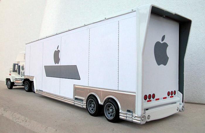 Разбойное нападение на большегруз с Apple в Великобритании