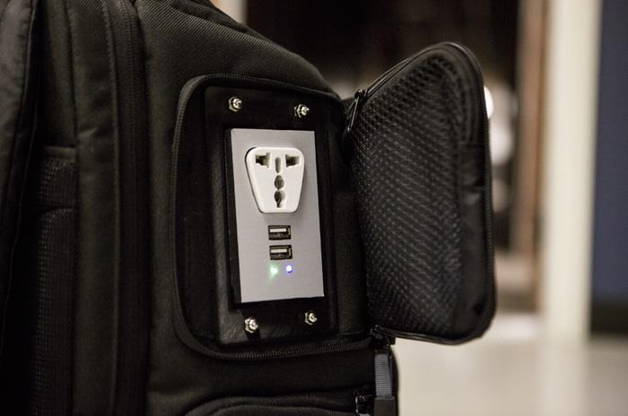 Сумки со встроенной розеткой GoPlug Charging Bags