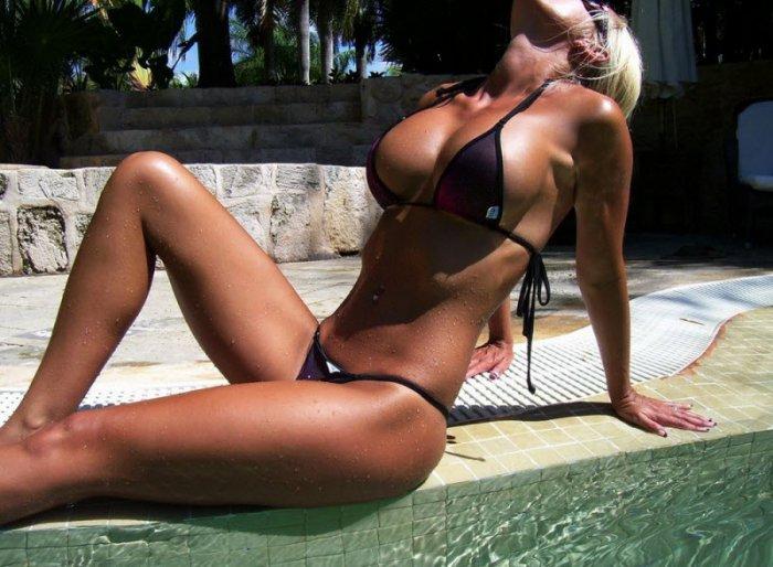 devushki_v_bikini_32_foto_19.jpg