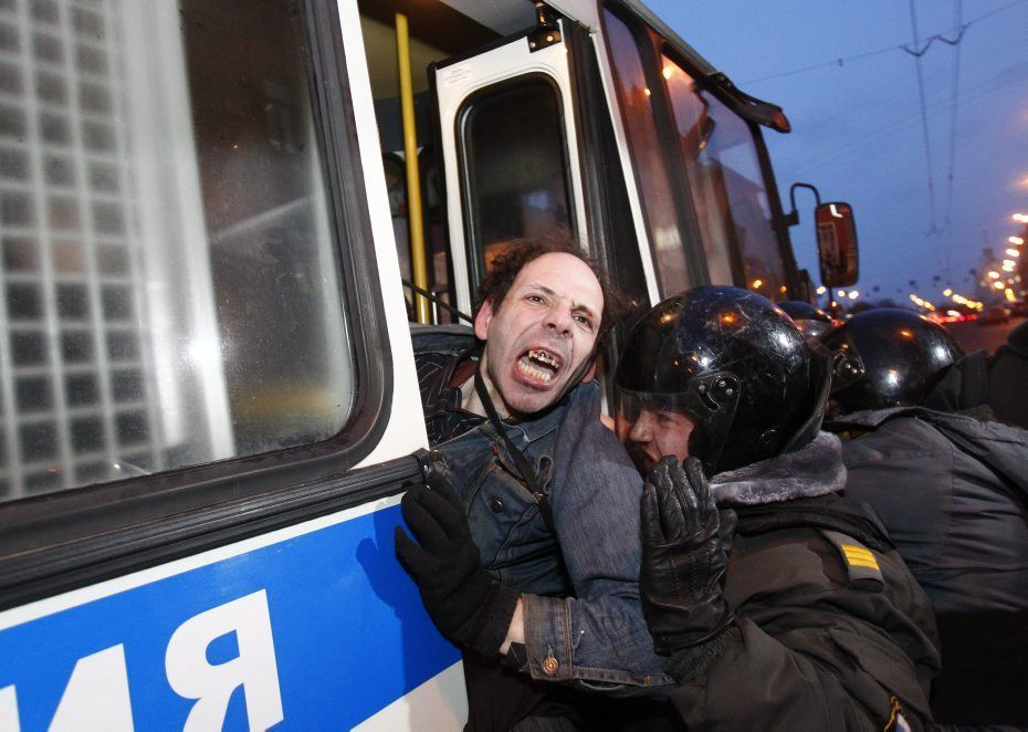 903045_police-detain-a-participant-during-an-opposition-protest-in-moscow