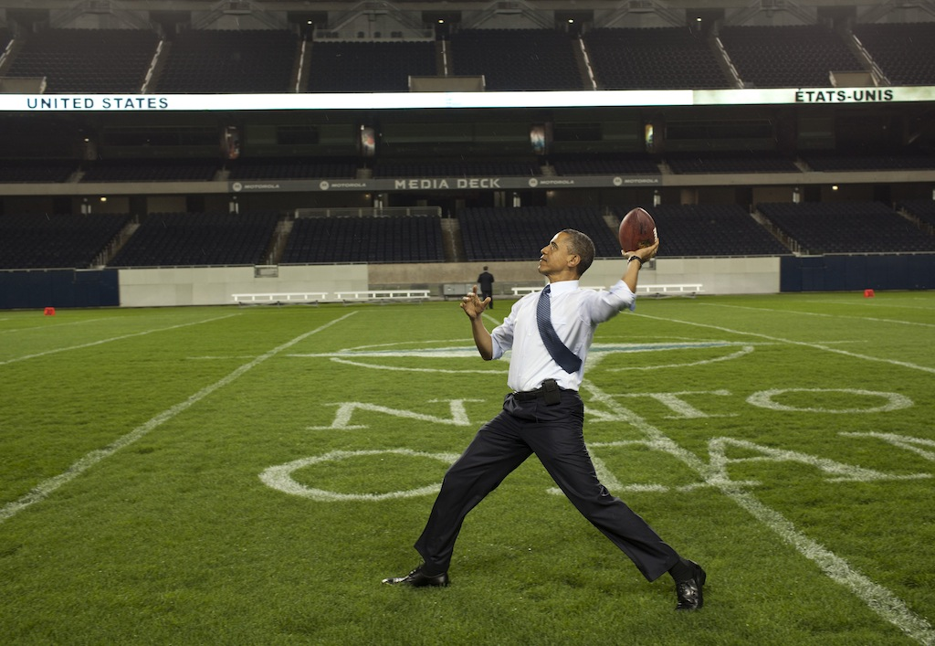 President_Barack_Obama_throws_a_football