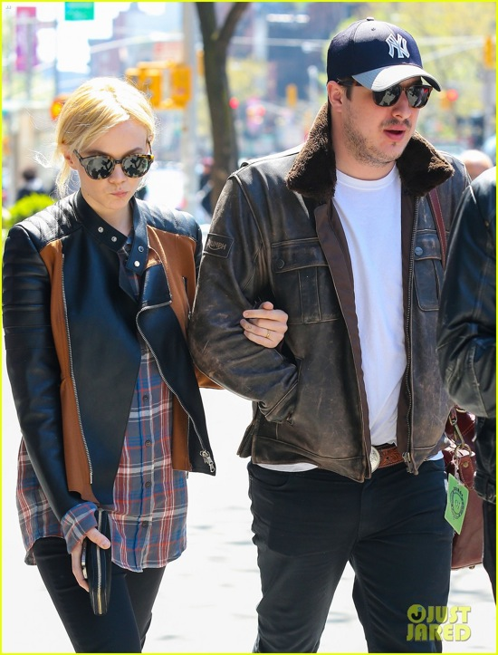 carey-mulligan-marcus-mumford-east-village-twosome-09