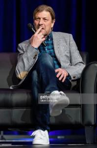 Sean Bean attends the 2018 Wizard World Comic Con (14)