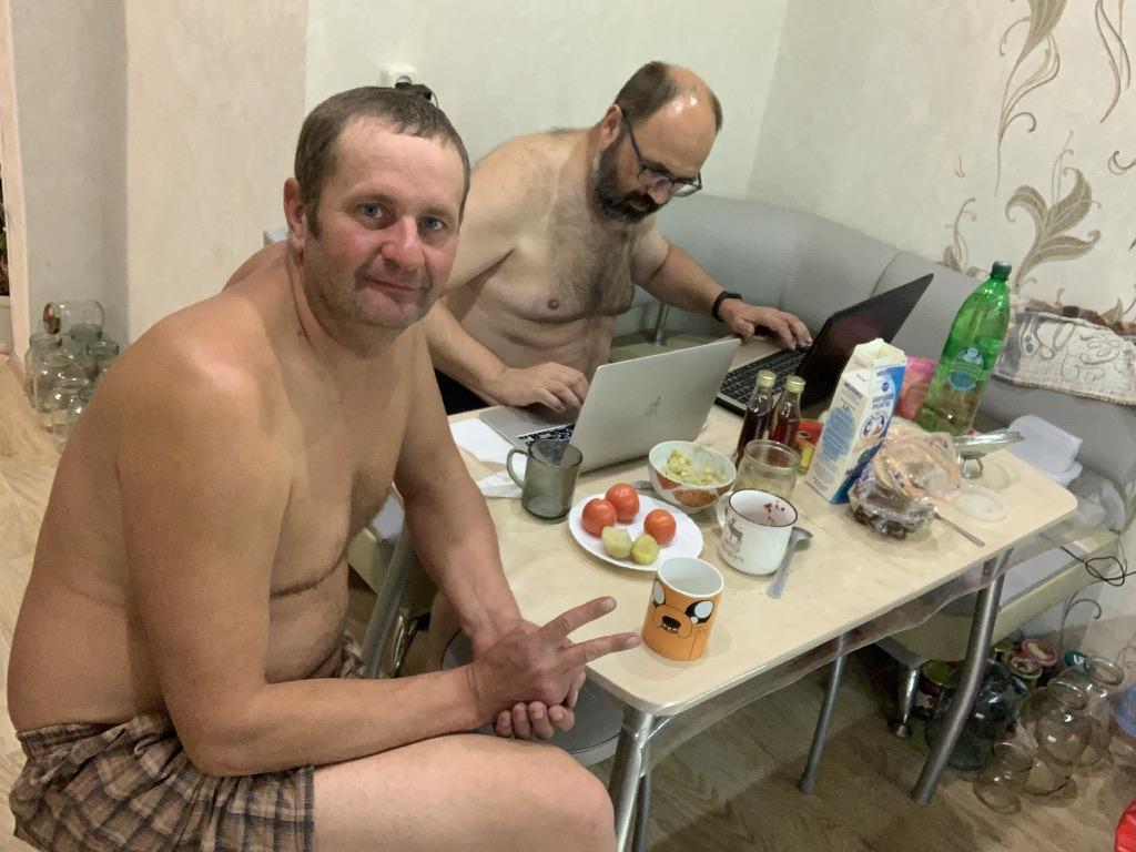 Мы с Сергеем в Жешарте ночью.