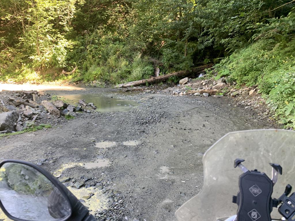 Дорога весёлая, с речками. На гусе легко проходится.