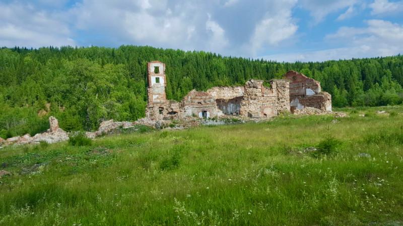 Развалины завода.