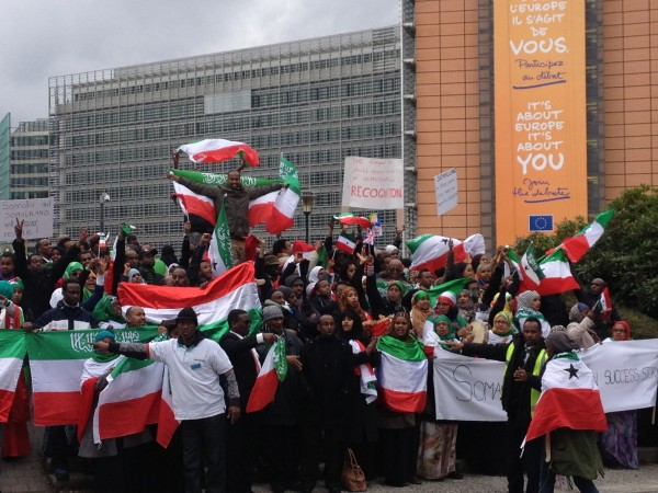crowd on Rond Point Schuman with Somaliland flags