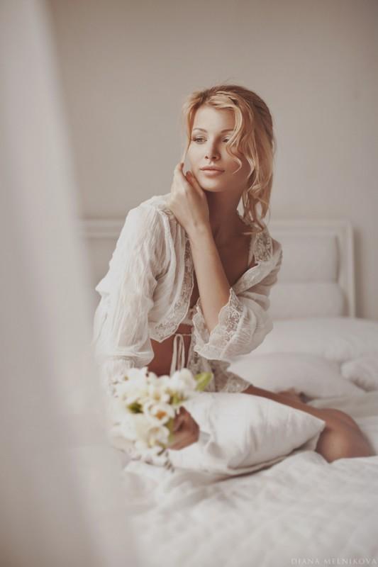 Красивая голая девочка в постели фото фото 0-286