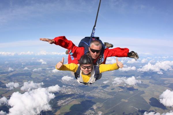 Кемера включают как оплачиваются прыжки с парашютом учиться