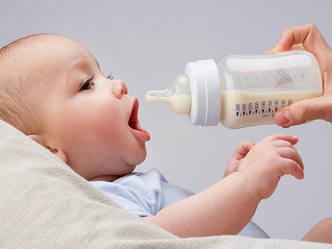Не ест ребенок с бутылочки что делать