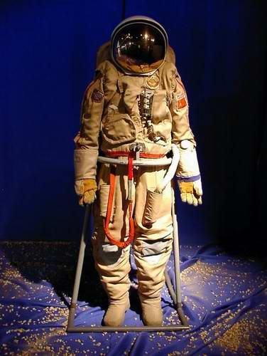 space-pictures-space-suits-2