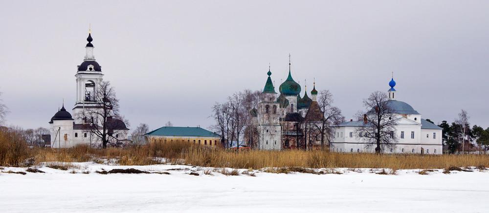 Ростов Великий Авраамиев м-рь.jpg