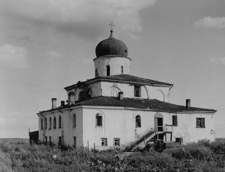 Храм св. Илии на Славне в послевоенное время.jpg