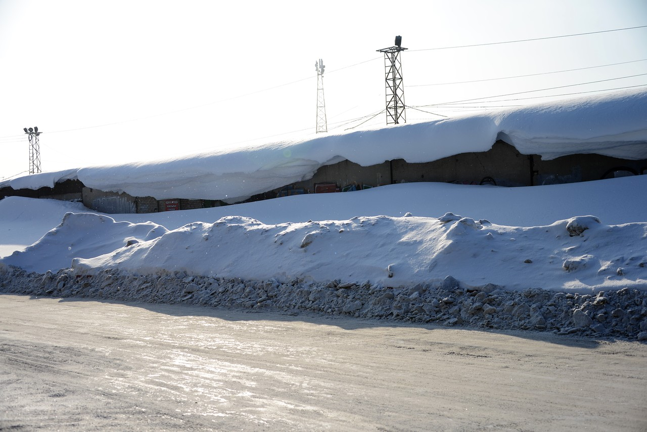 Новосибирск завалило снегом