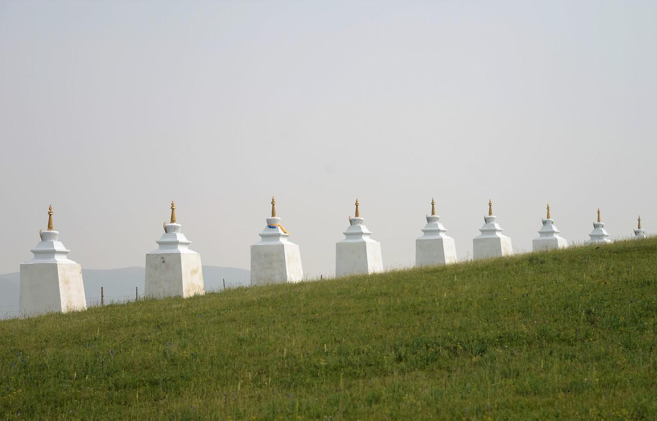 Строят монастырь