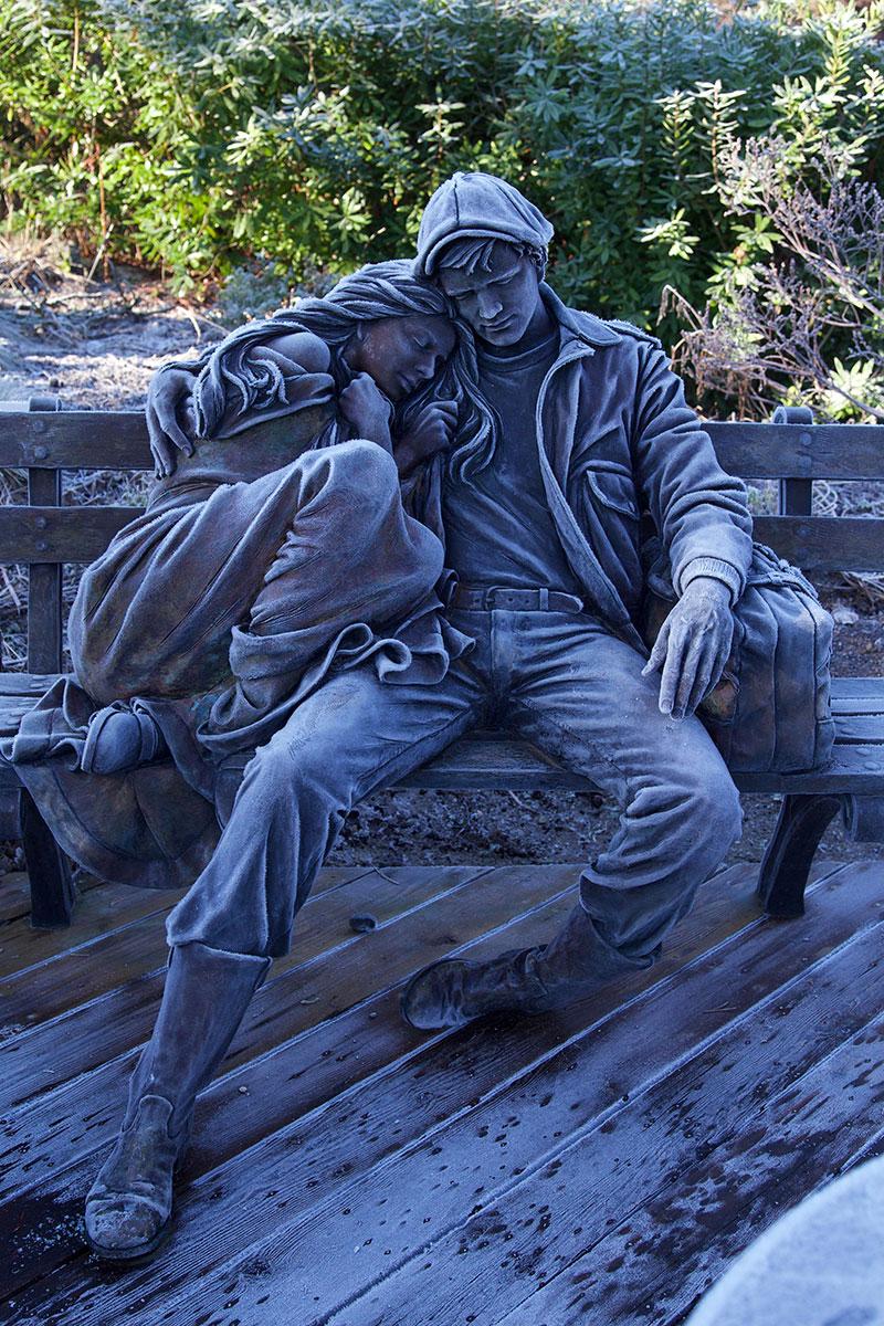 """""""Отъезд"""" — бронзовая скульптура художника Джорджа Лундина. Расположенная в Ботаническом саду Вандузена в Ванкувере, Канада."""