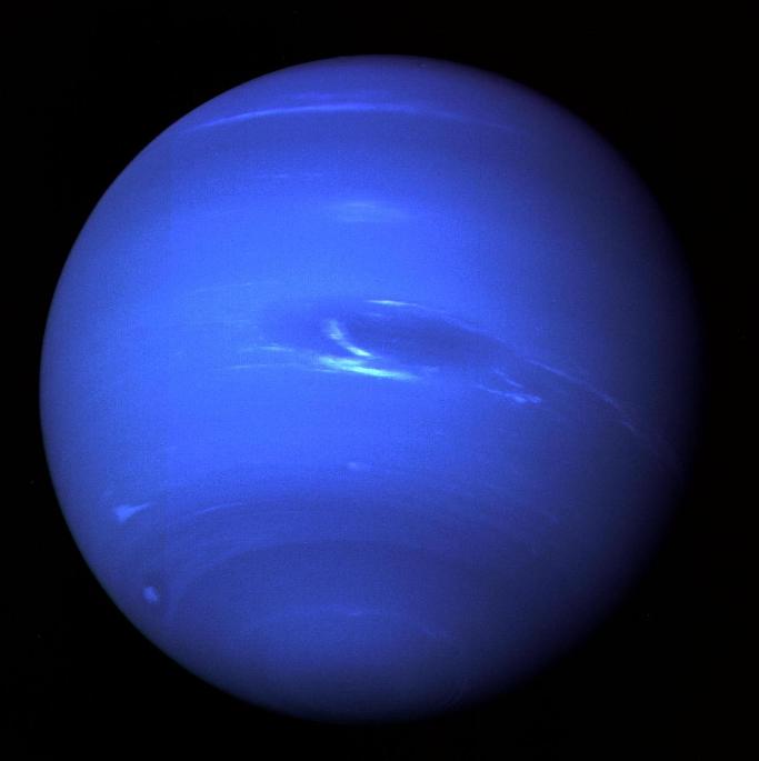 Нептун фотография была получена из последних снимков всей планеты, сделанных через зеленый и оранжевый фильтры на узкоугольной камере НАСА Вояджер-2