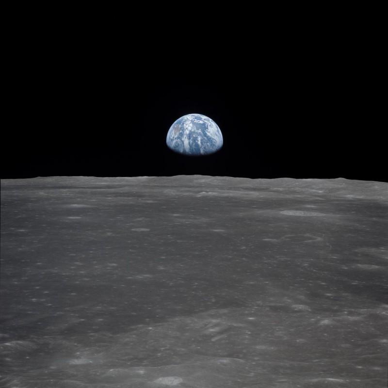 Изображение миссии Аполлон-11 - вид лунного лимба