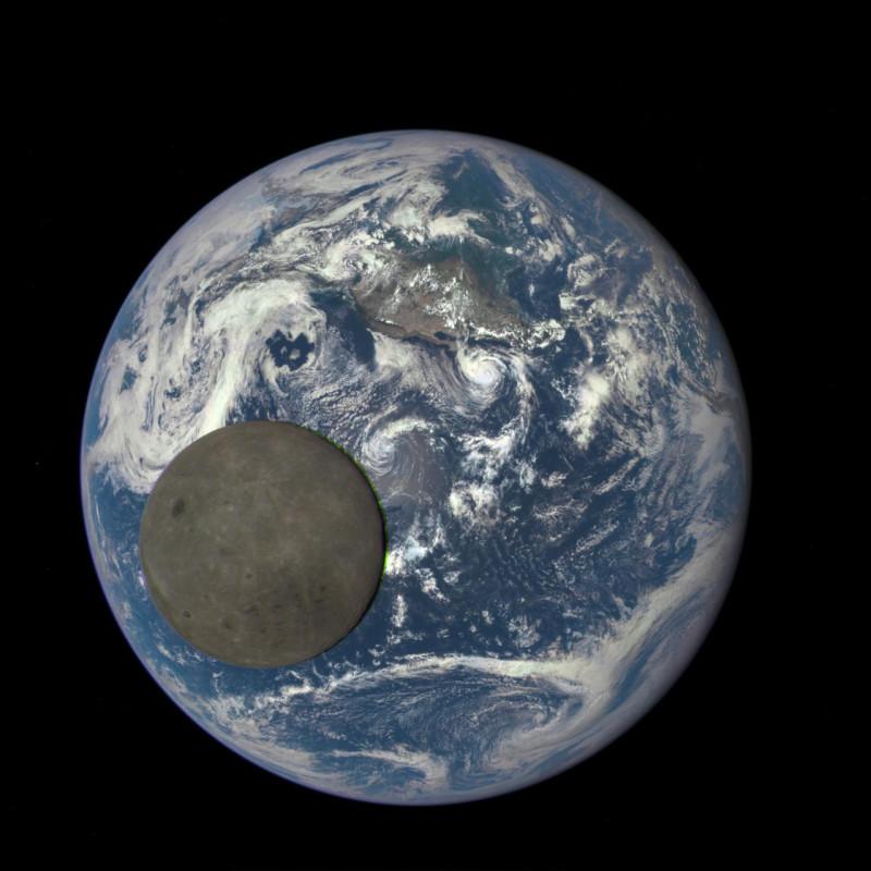 С расстояния в миллион миль камера НАСА показывает, как Луна пересекает  Землю