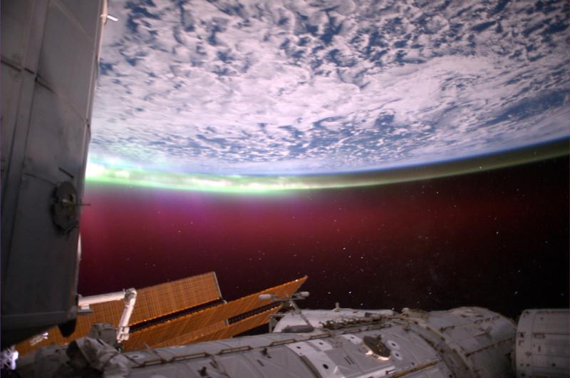 Южное полярное сияние фото: космонавтов Антона Шкаплерова и Анатолия Иванишина
