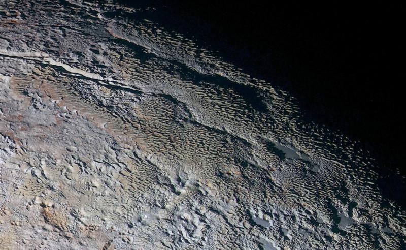 Предполагается, что в тропической зоне Европы, спутника Юпитера, обитают пенентесы высотой до 15 метров (49 футов). Согласно недавнему исследованию, NASA New Horizons обнаружило penitentes на Плутоне, в регионе, неофициально называемом Tartarus Dorsa.