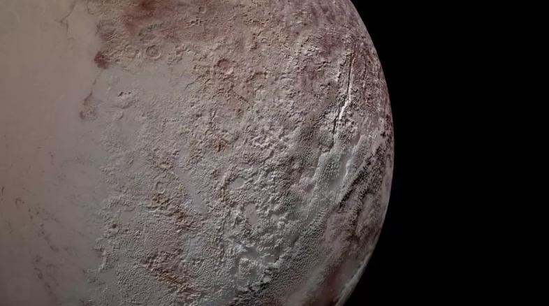Текстура Плутона на этой фотографии обусловлена гигантскими шипами льда.NASA/JHUAPL/SWRI. Ландшафтный тип, который встречается только в высокогорных районах вокруг экватора карликовой планеты, покрыт полями гигантских Пенитентестов высотой с эйфелеву башню, с вершинами, расположенными на расстоянии нескольких миль друг от друга.