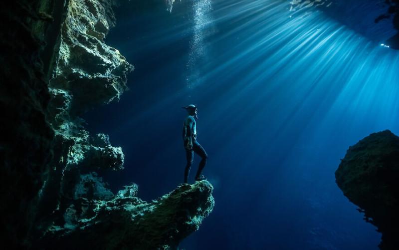 Номинант приключения года: фридайвер Илья Карим исследует пещеру в Тонге