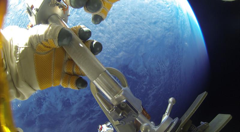 Выход в открытый космос Александра Мисуркина и Фёдора Юрчихина