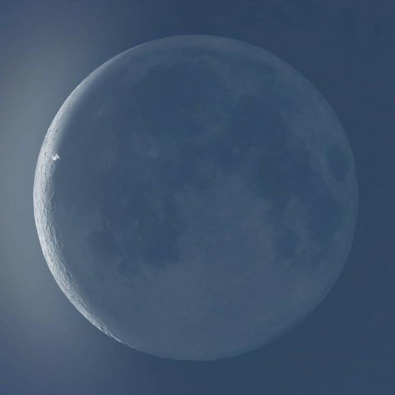 Эндрю Маккарти фотография МКС на фоне Луны
