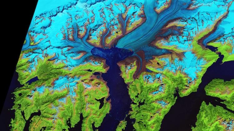 """ Отступление ледника Колумбия "" четверть финалист, лед и песок. (Фото: обсерватория Земли НАСА/Джесси Аллен)"