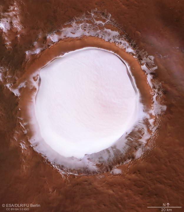 Перспективный вид кратера Королева. ESA/DLR/FU Berlin, CC BY-SA 3.0 IGO