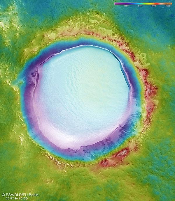 Цветная топографическая карта кратера Королева : ESA / DLR/FU Berlin – CC BY-SA 3.0 IGO
