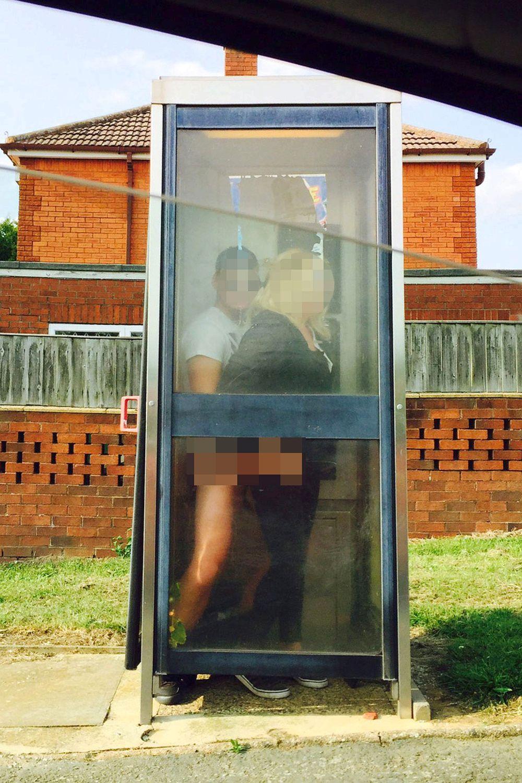 Секс в телефоной будке фото 746-681
