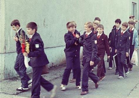 Soviet_school_uniform-5