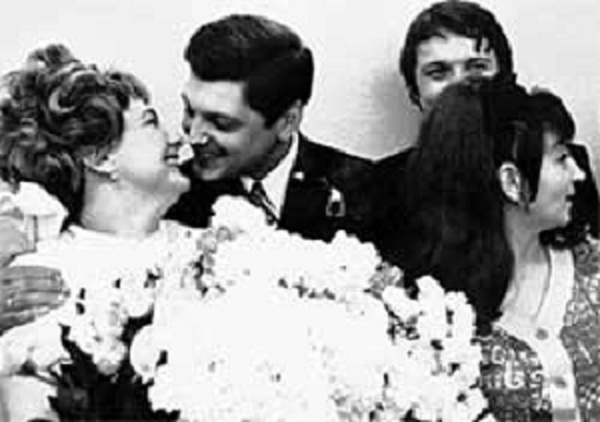 gift-soviet-wedding-2