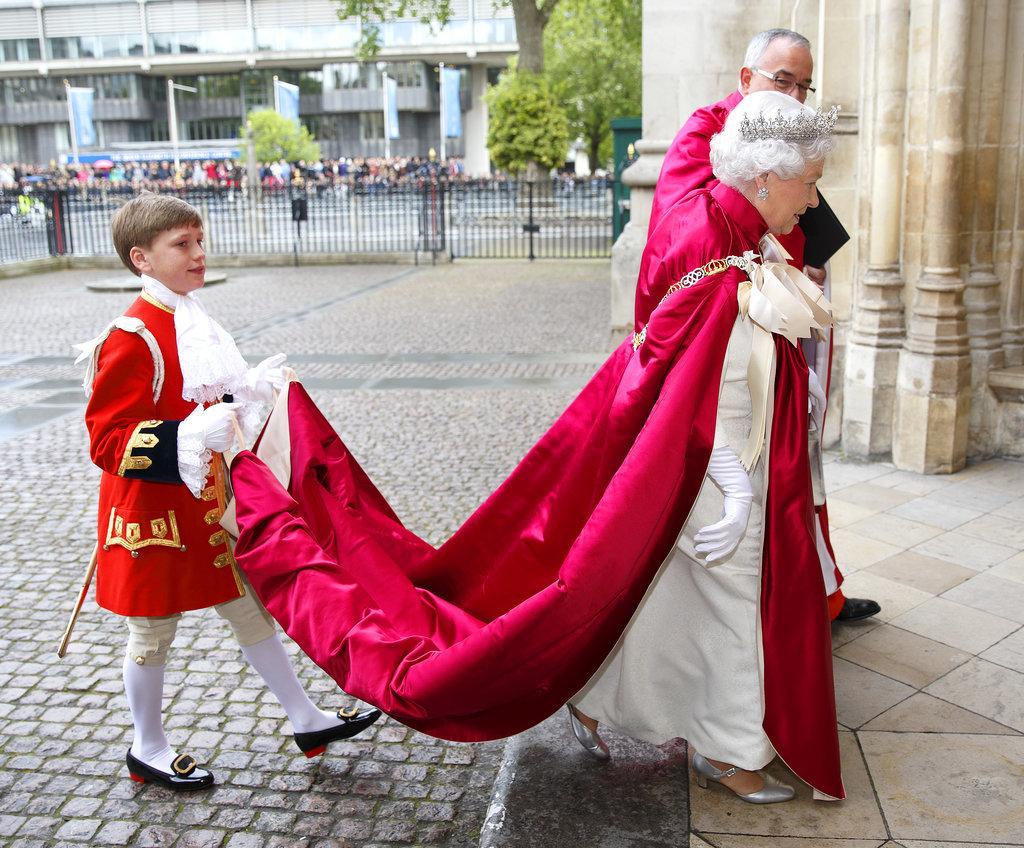 Queen_ElizabethII_Regality-4