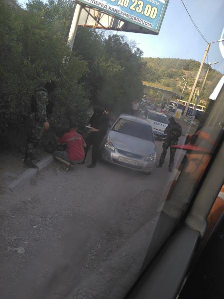 Crimean_roadblock-5