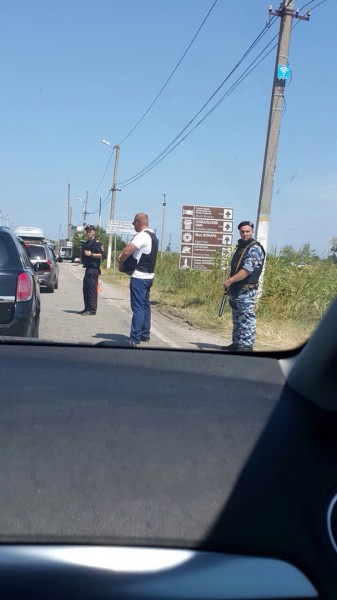 Crimean_roadblock-6