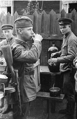 Снимок военного фотокорреспондента Николая Хандогина, 1942 год,