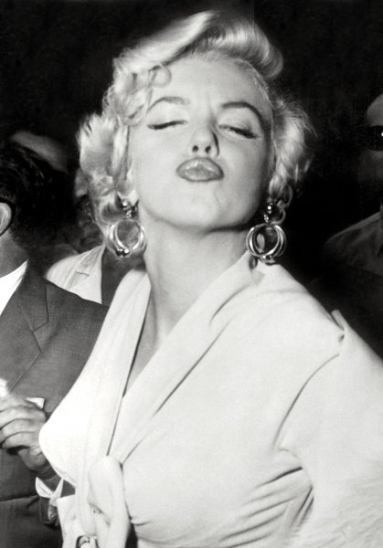 поцелуй Мерилин
