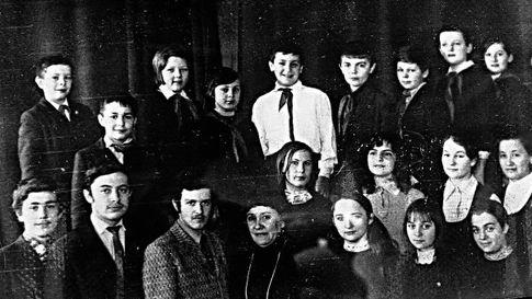 Сергей Маковецкий - внизу крайний слева