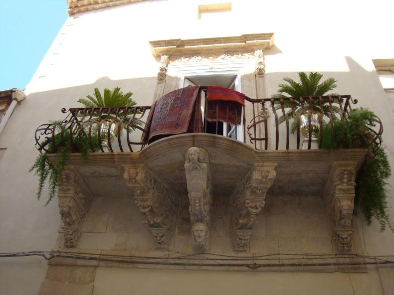cat-carpet-balcony_4