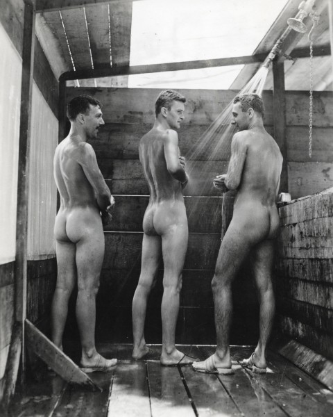 Naked_Soldiers_WWII-01