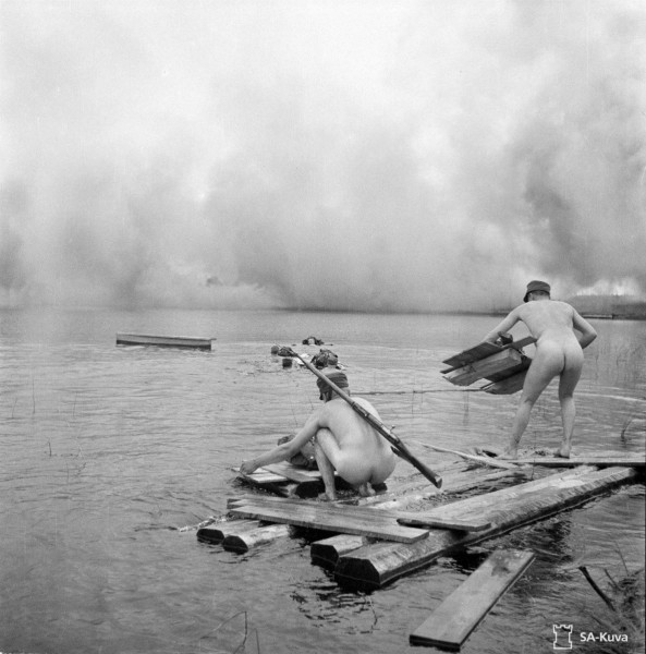 Naked_Soldiers_WWII-09