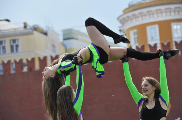 Позор в сердце России Red_Cheerleading-2