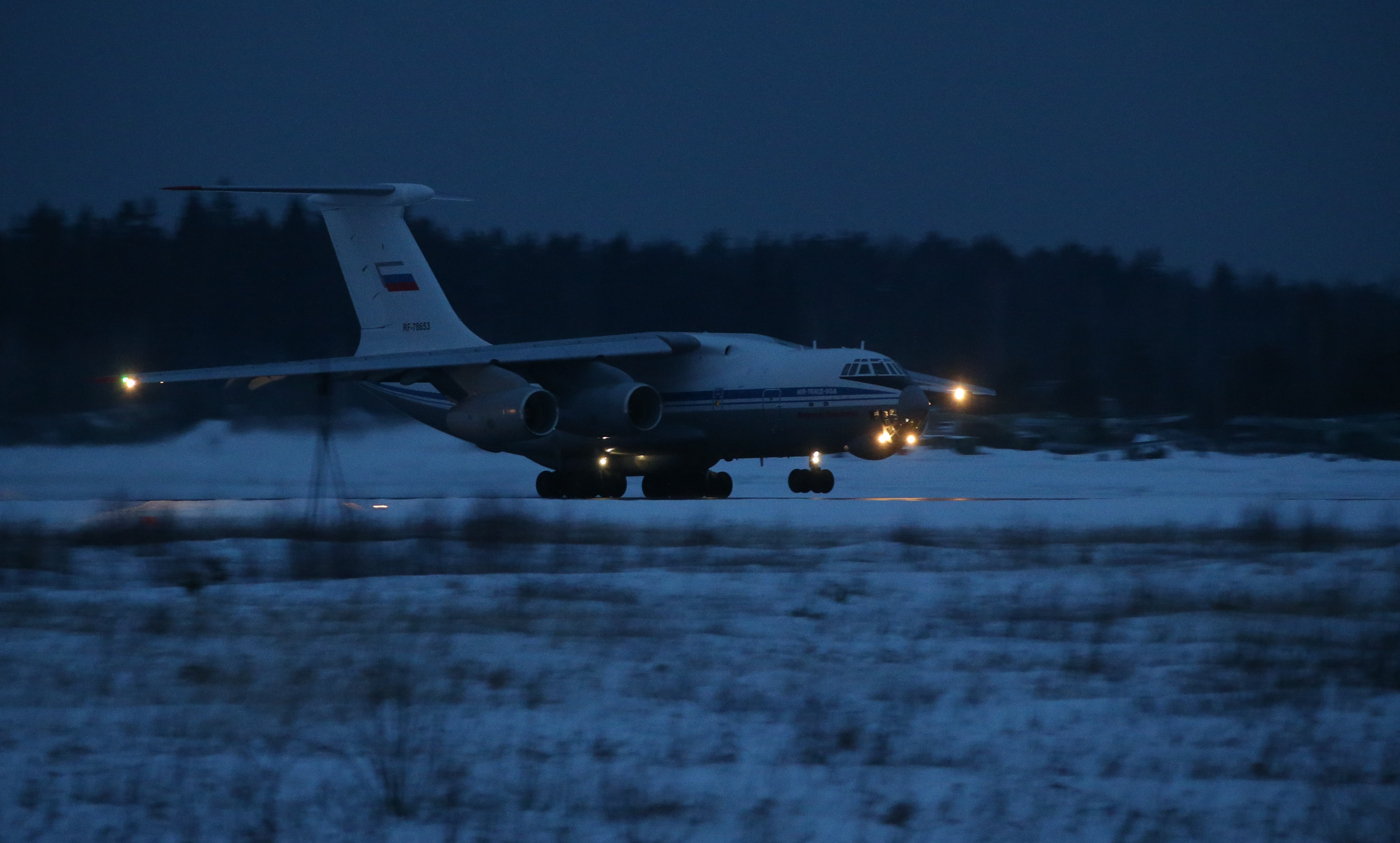 Il-76/476 Military Transports - Page 5 68500_original