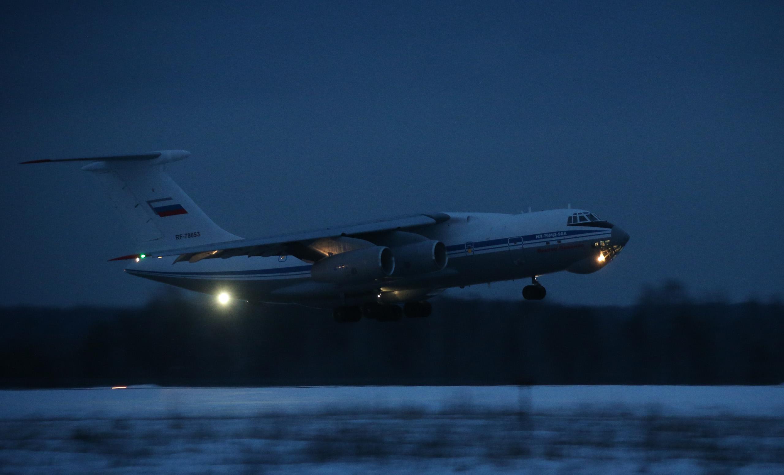 Il-76/476 Military Transports - Page 5 69230_original